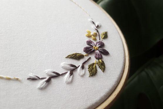darmowy wzór do haftu wianek z kwiatami dla początkujących