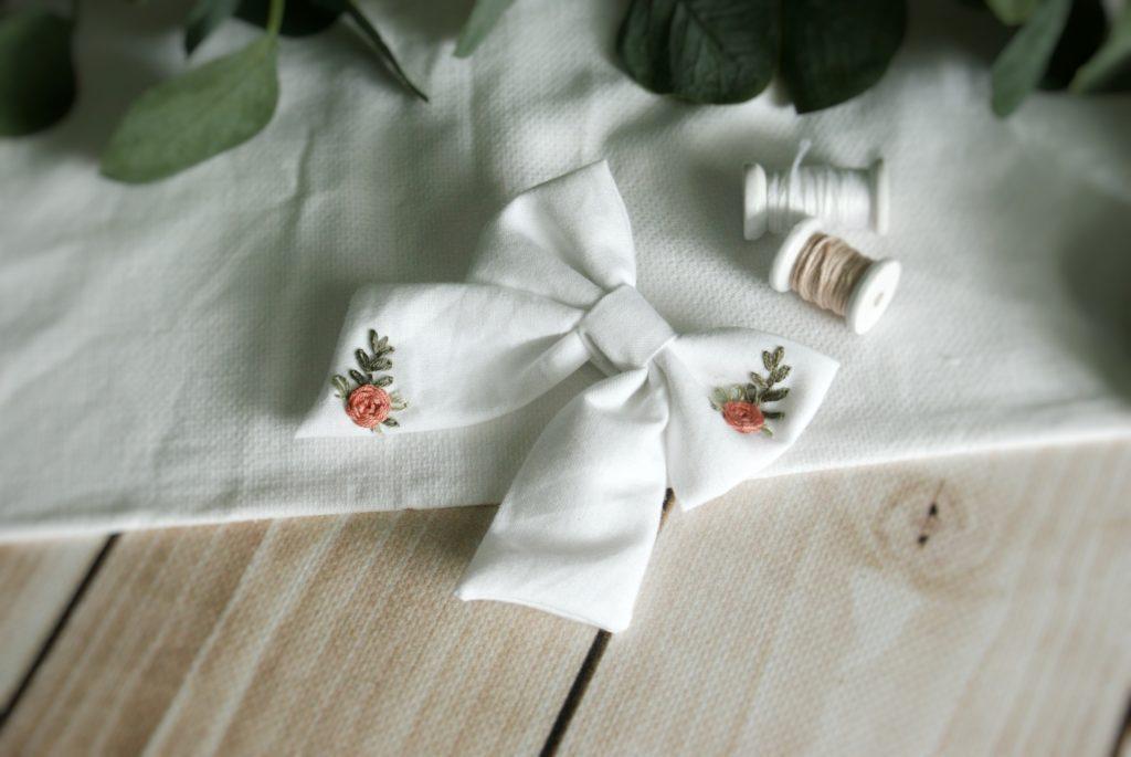 ręcznie haftowana kokardka spinka do włosów dla dziewczynki